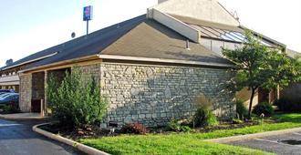 Motel 6 Dayton Englewood - Dayton - Edificio