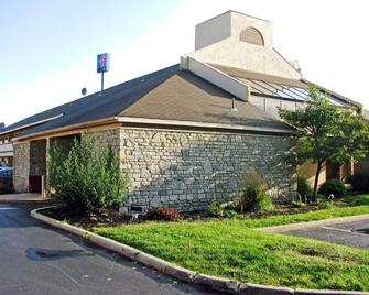 Motel 6 Dayton Englewood - Dayton - Building