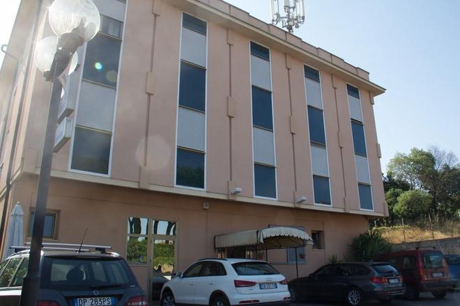 Hotel Industrial - Rome - Building