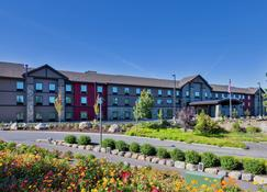 Hampton Inn & Suites Bend OR - Bend - Building