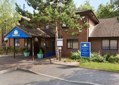 Days Inn by Wyndham Southampton Rownhams - Southampton - Gebäude