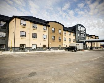 Home Inn & Suites Swift Current - Swift Current - Building