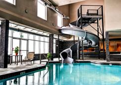 Home Inn & Suites Swift Current - Swift Current - Uima-allas