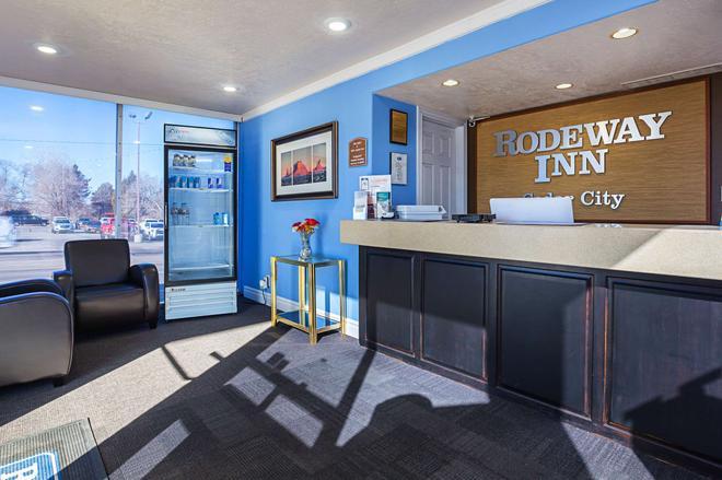 Rodeway Inn - Thành phố Cedar - Lễ tân