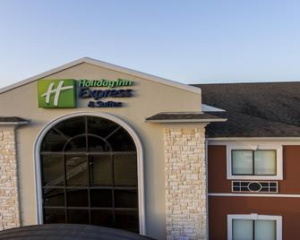 Holiday Inn Express Hotel & Suites Mount Pleasant - Mount Pleasant - Building