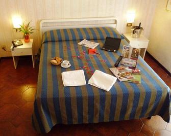 Hotel Montecarlo - Legnano - Schlafzimmer