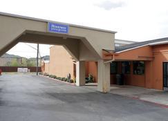 Rodeway Inn & Suites Downtown North - Austin - Edificio