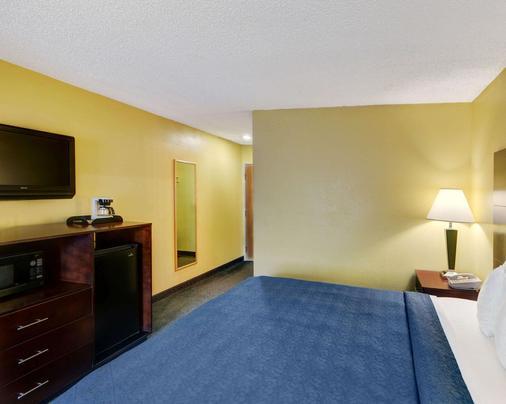 Quality Inn & Suites Grand Prairie - Grand Prairie - Bedroom