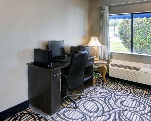 Quality Inn & Suites Grand Prairie - Grand Prairie - Business centre