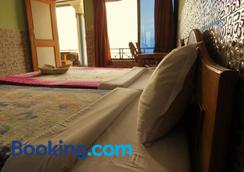 Lake Vision Guest House - Pokhara - Bedroom