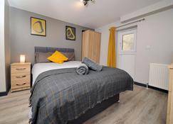 Stones Throw City Center - Swansea - Bedroom