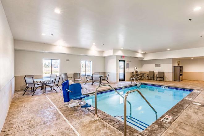 Comfort Inn Altoona - Altoona - Pool