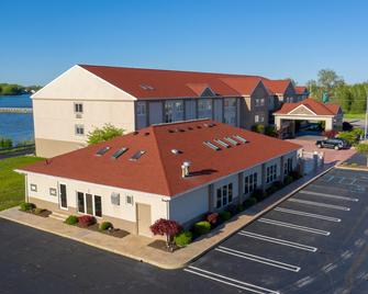 Holiday Inn Express & Suites Port Clinton-Catawba Island - Port Clinton - Building