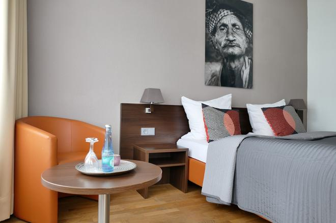 Steep´s Ihr Brauhaus Und Hotel - Cologne - Living room