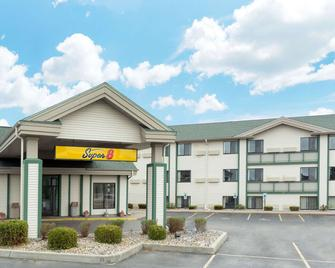 Super 8 by Wyndham Wisconsin Dells - Wisconsin Dells - Building