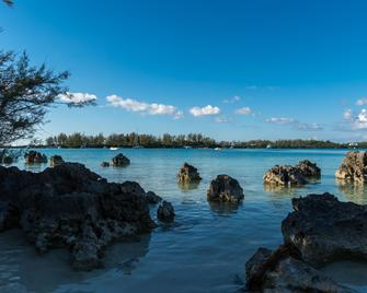 Grotto Bay Beach Resort - Hamilton - Platja