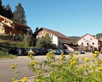 Les Chatelminés Restaurant Chez Gustave - La Bresse - Building