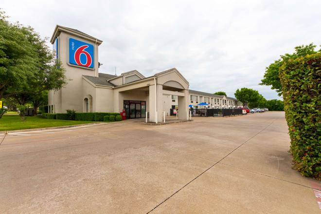 Motel 6 Dallas Northeast - Dallas - Rakennus