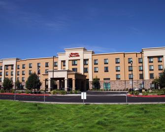 Hampton Inn & Suites Manteca - Manteca - Building