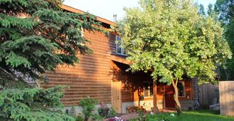 Maria's Creekside B&B - Anchorage - Outdoors view