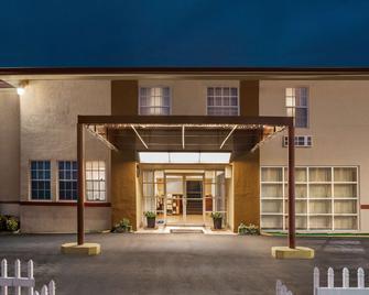 Baymont by Wyndham Florida City - Florida City - Building