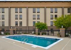 Best Western Plus Wichita West Airport Inn - Wichita - Bể bơi