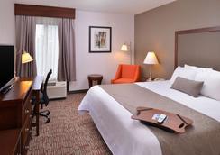 Best Western Plus Wichita West Airport Inn - Wichita - Phòng ngủ