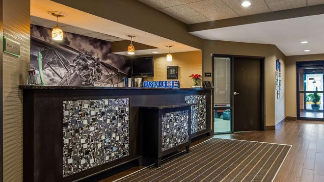 Best Western Plus Wichita West Airport Inn - Wichita - Bar