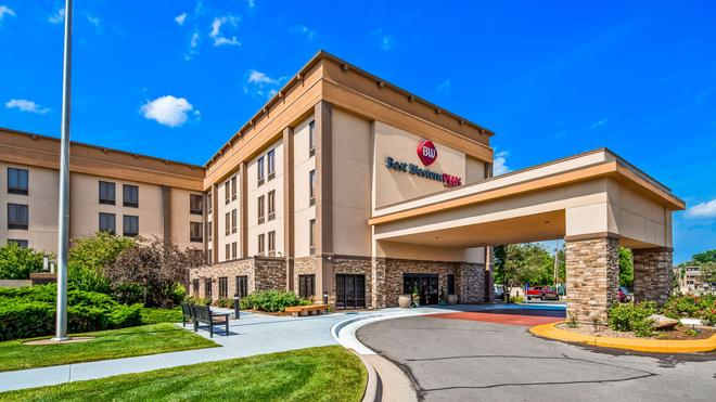 Best Western Plus Wichita West Airport Inn - Wichita - Toà nhà