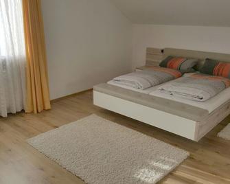 Pension Hofer - Bad Berneck im Fichtelgebirge - Bedroom