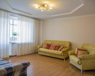 Apartment Ng Na Chertygasheva - Abakan - Living room