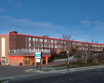 Travelodge by Wyndham Baie-Comeau - Baie-Comeau - Gebäude