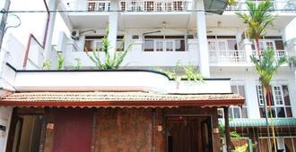 Nathalia Tourist Hotel - Colombo