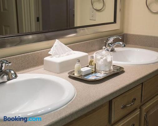 The Lodge at Kingsbury Crossing - Stateline - Bathroom