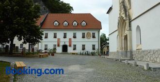 Old Parish House - Bled - Edificio
