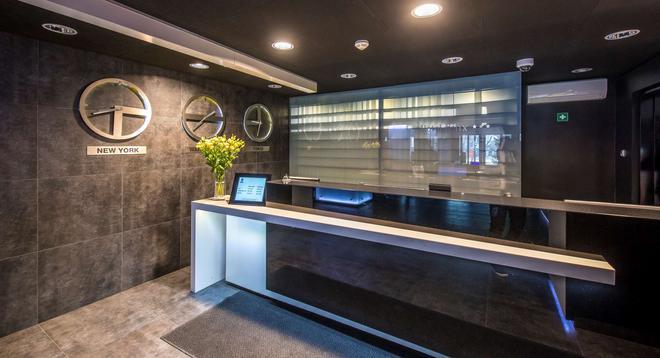 Best Western Hotel Felix - Warsaw - Front desk