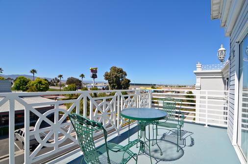 Best Western Salinas Monterey Hotel - Salinas - Balcony
