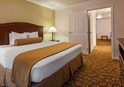 Best Western Salinas Monterey Hotel - Salinas - Bedroom