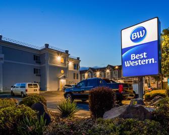 Best Western Salinas Monterey Hotel - Salinas - Building