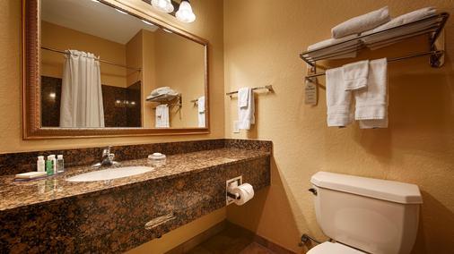 貝斯特韋斯特普拉斯維多利亞套房酒店 - 維多利亞 - 維多利亞 - 浴室
