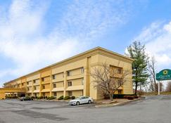 La Quinta Inn & Suites by Wyndham Harrisburg Airport Hershey - Harrisburg - Edificio
