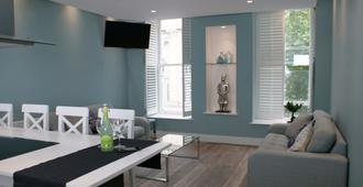 St Anns Square Apartments - Manchester - Living room
