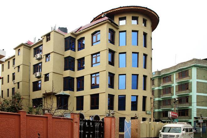 Hotel Centre Point - Srinagar - Building
