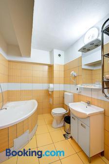 Hotel Cornul Vanatorului - Piteşti - Bathroom