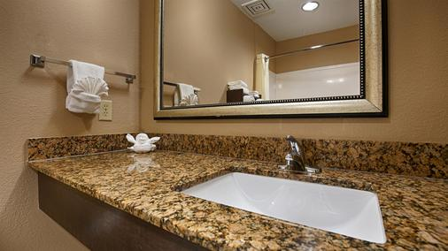 Best Western Bayou Inn & Suites - Lake Charles - Phòng tắm