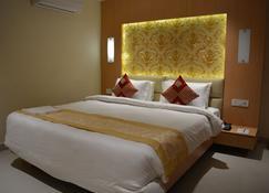 The Red Velvet Hotel - Патна - Bedroom