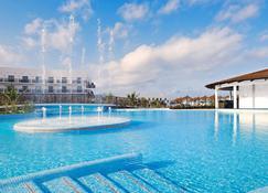 ميليا دوناس بيتش ريزورت آند سبا - شامل جميع الخدمات - سانتا ماريا (كاب فيردي) - حوض السباحة