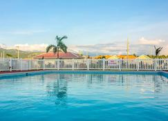 Casa Victoria Golf Retreat - Kingston - Pool