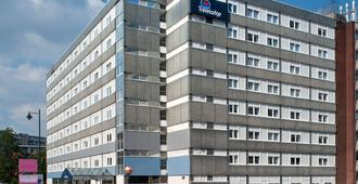 Travelodge Manchester Central - Manchester - Building