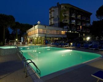 Hotel Majestic - San Mauro a Mare - Zwembad